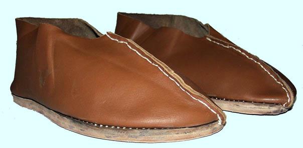 XI. sz.-i felülvarrott cipő